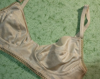 Bra Without Underwire, Small Size Bra, Beige Colored Bra, Teenage Girl Bra, Neutral Color Bra in Size 30 to 32 A or B, Comfort Bra