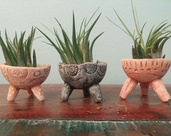 Cute set of three tiny tripod primitive style pots