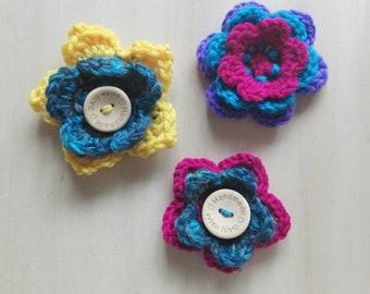 Flowery brooch, floral brooch, flower brooch, woollen brooch, flowered brooch, woolly brooch, handmade brooch, flower pin, floral pin