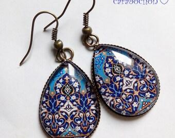 boucles d'oreilles gouttes ,  souvenirs d'Orient , carreaux mosaïque orientale marocain bleu, cabochon verre