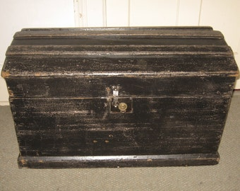 ANTIQUE IMMIGRANT'S TRUNK vintage Victorian steamer chest, C-1850 with key rustic wooden painted travel chest, country blanket chest / box