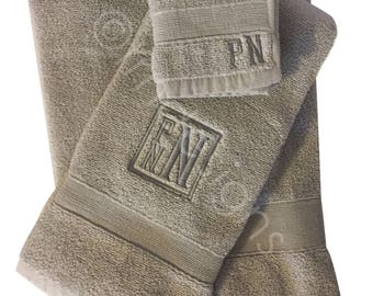 Luxury Monogrammed Towel Set - Monogrammed Towel Set - Closing Gift - Wedding Gift - Monogrammed Towels - Bath Towel Set - Gift for Grads