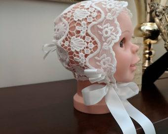 Medium Sofia Bonnet Lace