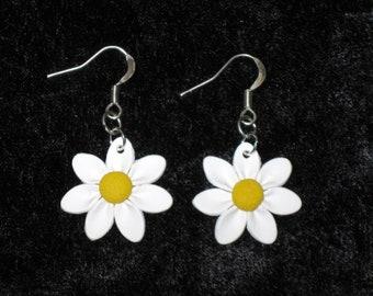 Daisy Earrings,Petite Daisy Earrings,Small Flowers,White Daisy Earrings,Polymer Clay,Flower Earrings,Silver,White Earrings,Mom Flower Gift
