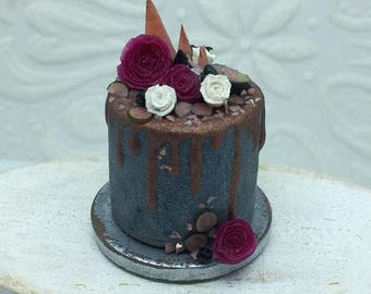 OOAK 1:12 Scale Cake, Dollhouse Cake, Dollhouse Food, Miniature Cake, Dollhouse Miniatures, Custom Miniatures, Dollhouse Accessories