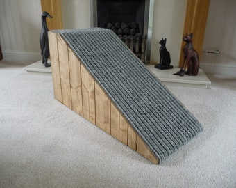 32cm High Pet Ramp with Wooded Sides and Lovely Cord Carpet