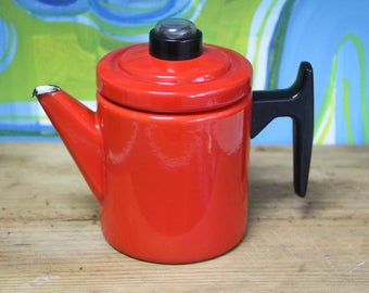 Mid Century Modern Finel Enamel Coffee Pot (Red) - designed by Antti Nurmesniemi (1957) for Finel Wärtsilä.