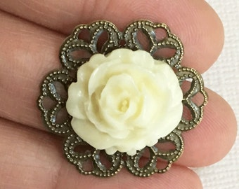 2 pcs of Acrylic Vintage flower Cabochons with antique brass filigree Ivory color 29mm