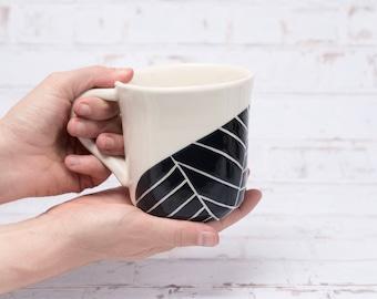 Feuille sculptée tasse en ceramique - fait sur commande - mug en céramique fait à la main - mug poterie moderne - poterie artisanale mug - mug minimaliste - mug moderne