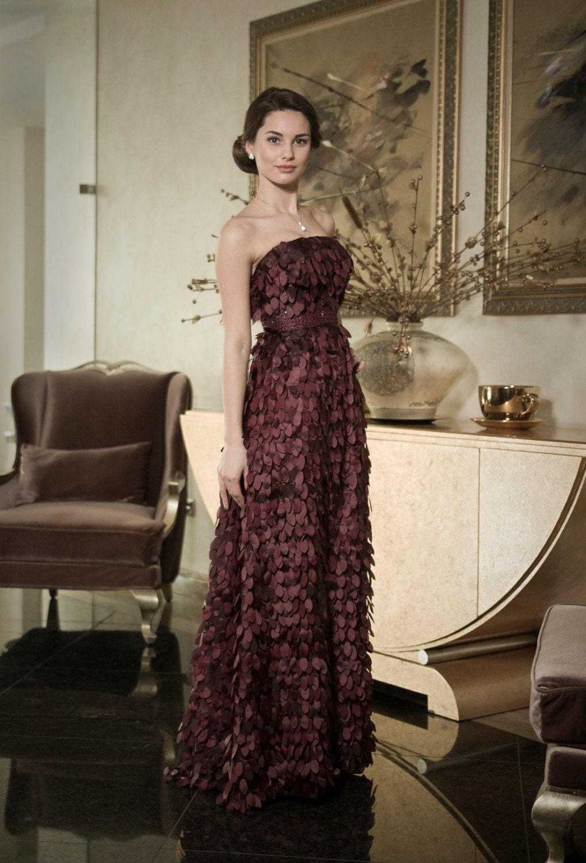 Stilvolles Abendkleid mit Blätter dunkel lila Mutter der