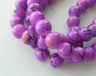 84 Purple mottled glass beads B97