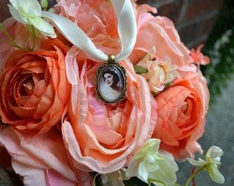 Bouquet Photo Charm Wedding Bouquet Memory Accents Frame Keepsake Antique Brass Oval