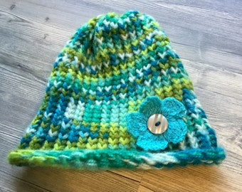 Knitted beanie with flower