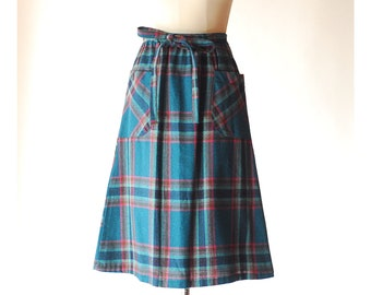 vintange plaid wool skirt / size small medium