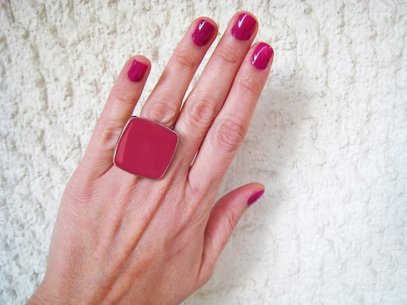 Dark pink ring, fuchsia pink resin ring, raspberry pink glass ring, magenta pink, big chunky square ring, color block jewelry, fashion ring