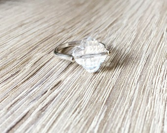 With its translucent clover ring