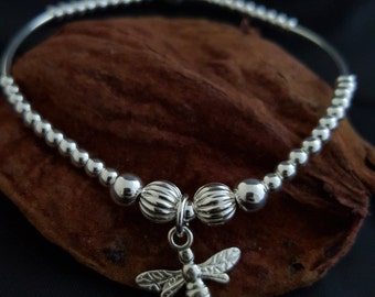 Sterling Silver 925 elasticated noodle and bead bracelet, with a Sterling Silver 925 dragonfly / wasp / bee charm