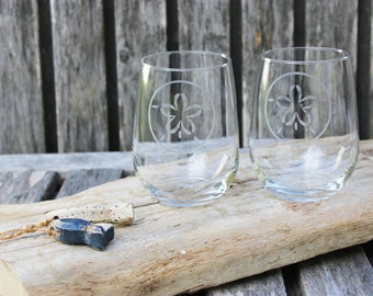 Sand Dollar Stemless Wine Glasses, Hand Etched Wine, Nautical Home, Coastal Barware, Nautical Wedding, Housewarming Gift, Beach Wine Glass