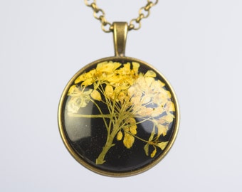 FELSENSTEINKRAUT - Pendant with real blossoms of Sweet Alyssum, Flower Jewelry, Real Pressed Flower in Resin, Resin Jewelry