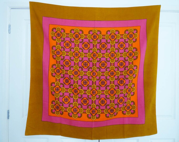 1970's French Daisy table cloth