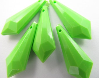 10 Vintage 25mm Plastic Lime Green Faceted Pendants Pd141