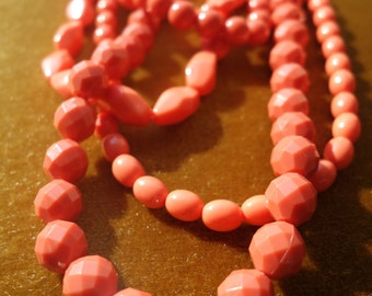 "Vintage ""coral"" necklace"
