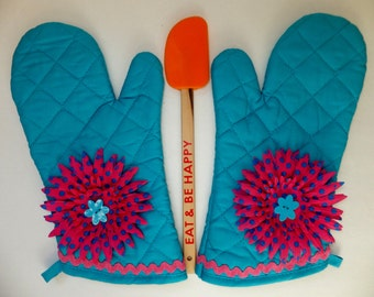 Sky Blue Oven Mitt Set with Pink and Blue Polka Dot Flowers