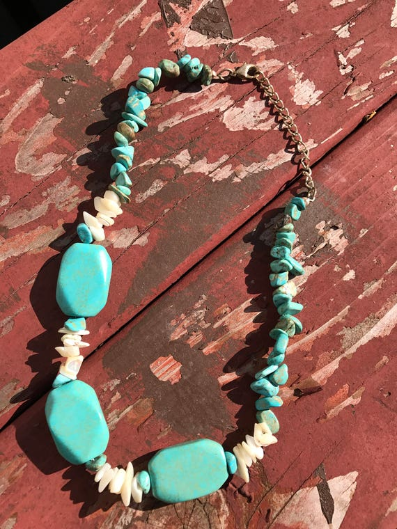 Vintage Southwestern Blue Stone & Mother of Pearl shell necklace