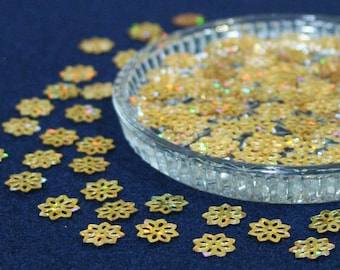 100 • 9 mm Gold Glitter Flower Sequins