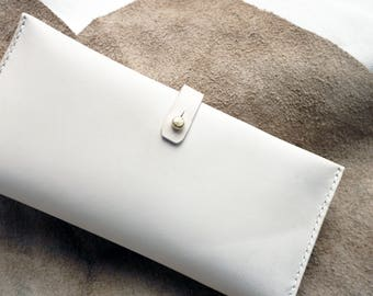 Natural Leather bi-fold purse with extra card slots, hand dyed and hand stitched, with zipper pouch.  Handmade in England