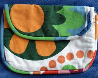 Pocket with flap for makeup