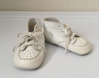 Vintage Baby Shoes 70's White Shoes, Lace Ups, Boots by Wee Walker Shoes (Size 1)
