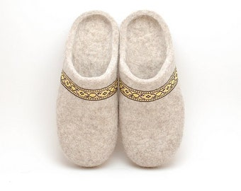 Felted wool slippers beige - organic wool felt slippers with rubber soles - Eco-friendly  house shoes - felted slippers