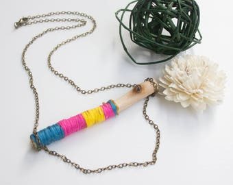 Wood and cotton necklace