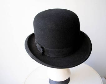 Classy vintage 30s, black wool ,derby, bowler men's hat.Made by Mallory in New York. Size 6 7/8