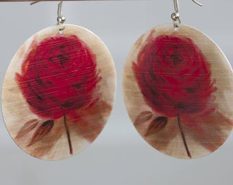Earrings with metal flower pendant