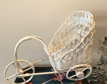 Vintage Shabby Chic White Wicker Rattan Baby Doll Carriage Handpainted Nursery Decor Country French Cottage Planter Shabby Style