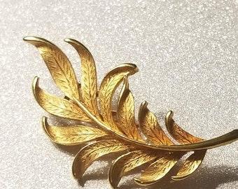 ON SALE  : Vintage Goldtone Leaf Pin Brooch Signed J.J
