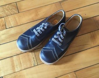 NEW Vintage 60s deadstock navy blue chevron leather shoes by Fpot Mates kids size 12 D