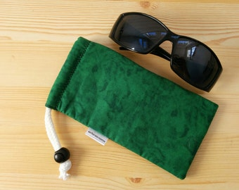 Glasses case,sunglasses case,green pouch,canvas case,quilted glasses case,sunglasses cover,glasses bag,glasses soft case,red case,green bag