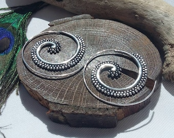 Spiral silver plated earrings. silvery spiral earrings, festival earrings,indian spiral earrings, boho earrings,spiral silver earrings