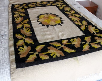 Native American / Mexican Woven Heavy Wool Blanket Rug Vintage Folk Art Decorative Textile 75 x 42