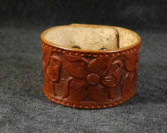 FREE SHIPPING! Handmade vegetable tanned leather bracelet with tooled flower ornament