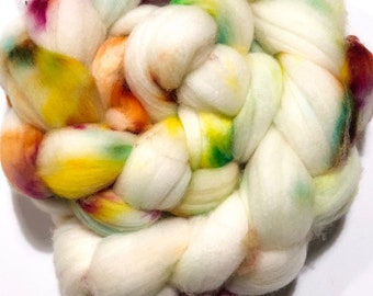 Handdyed speckled roving. Top. Spin. Handspun. SW Targhee. 4oz. braid. Hole 4