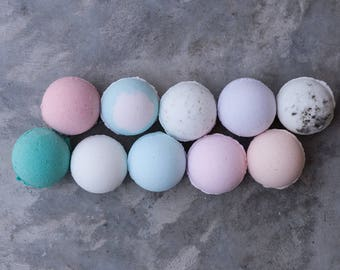 TEN Bath Bombs || FREE SHIPPING / bath fizzy / handmade / relaxing / favors / moisturizing / bath time / bath color / Charleston
