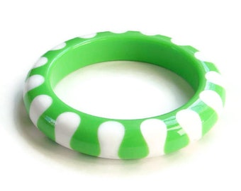 Vintage MOD Era Lucite Plastic Bangle Bracelet Lime Green Snow White 1960s