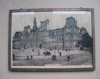Picture of the Hotel de Ville in Paris made in 1920-1930 of the last century.
