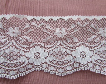 """Beautiful White Flat Lace, 2 1/2"""" wide 007 BTY"""