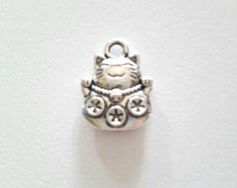 1 antique silver maneki neko cat pendant charm