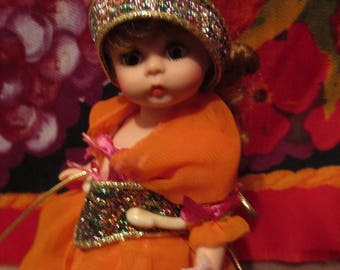 BEAUTY vintage small Madame Alexander doll